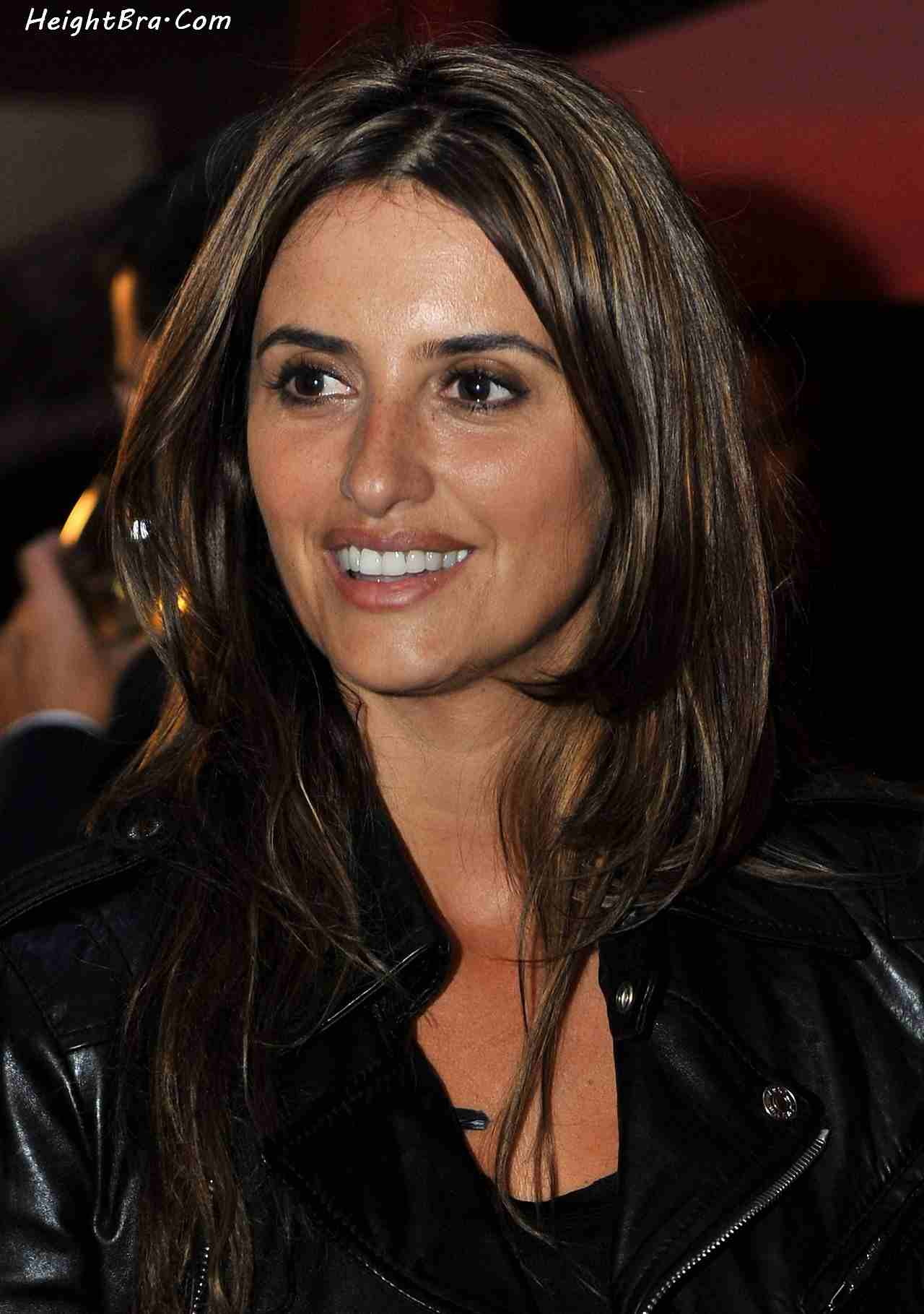 Penelope Cruz Height Weight Bra Bio Figure Size