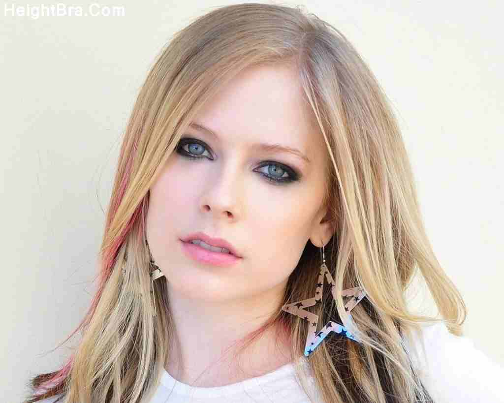 Avril Lavigne Looking Hot
