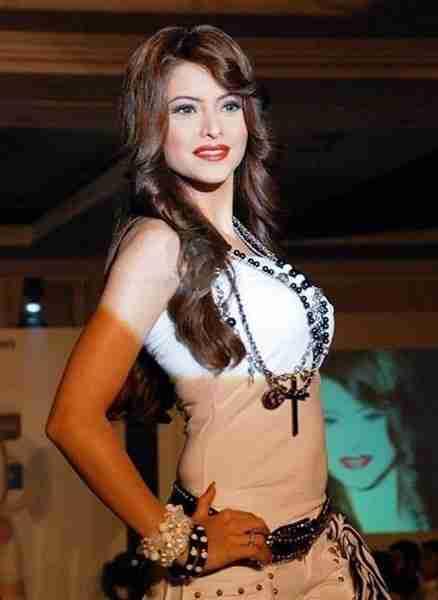 Aamna Shariff Figure